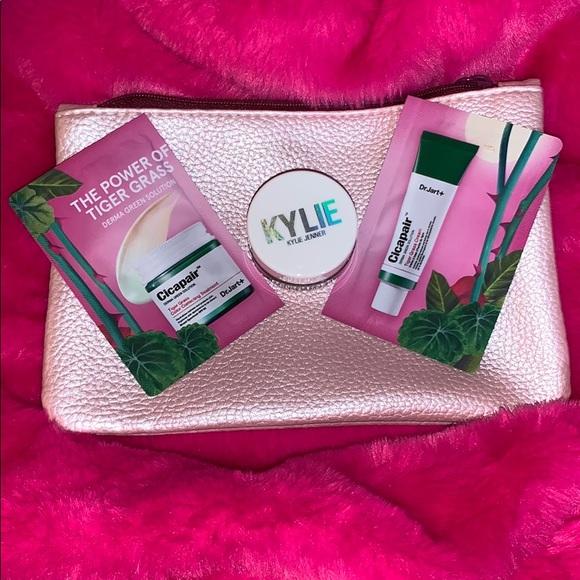 Kylie Metallic Pink Shimmer eye glaze💗